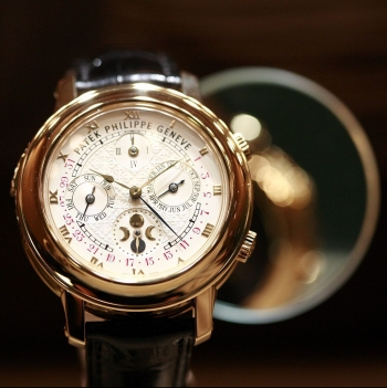 Patek Philippe & Co. watch, Rama, 15 April 2007 (according to Exif data), Wikipedia.