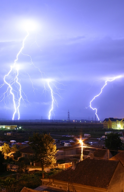 Lightning over the outskirts of Oradea, Romania, during the August 17, 2005 thunderstorm which went on to cause major flash floods over southern Romania. Wikipedia, Public Domain.