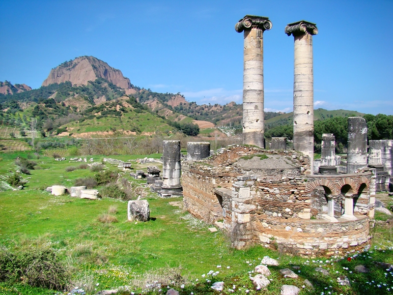 Sardis. Artemis Temple and 5th century A.D. Church. Photo copywrite Leon Mauldin. Blog credit: Leon's Message Board - https://bleon1.wordpress.com/2010/05/31/sardis-a-dead-church-with-a-name/