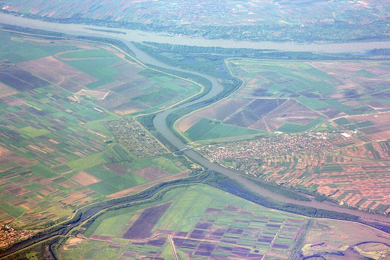 View with Tisa River (Tisza) confluence with Danube - photo by Marek Ślusarczyk (Tupungato)